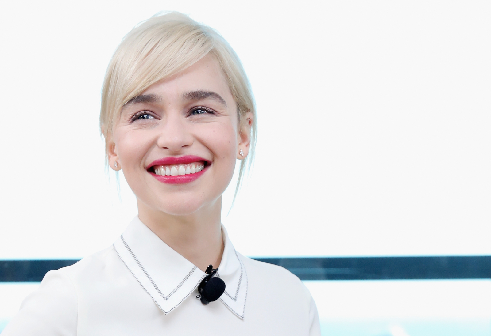 Emilia Clarke raises money for coronavirus relief, offers virtual dinner with herself